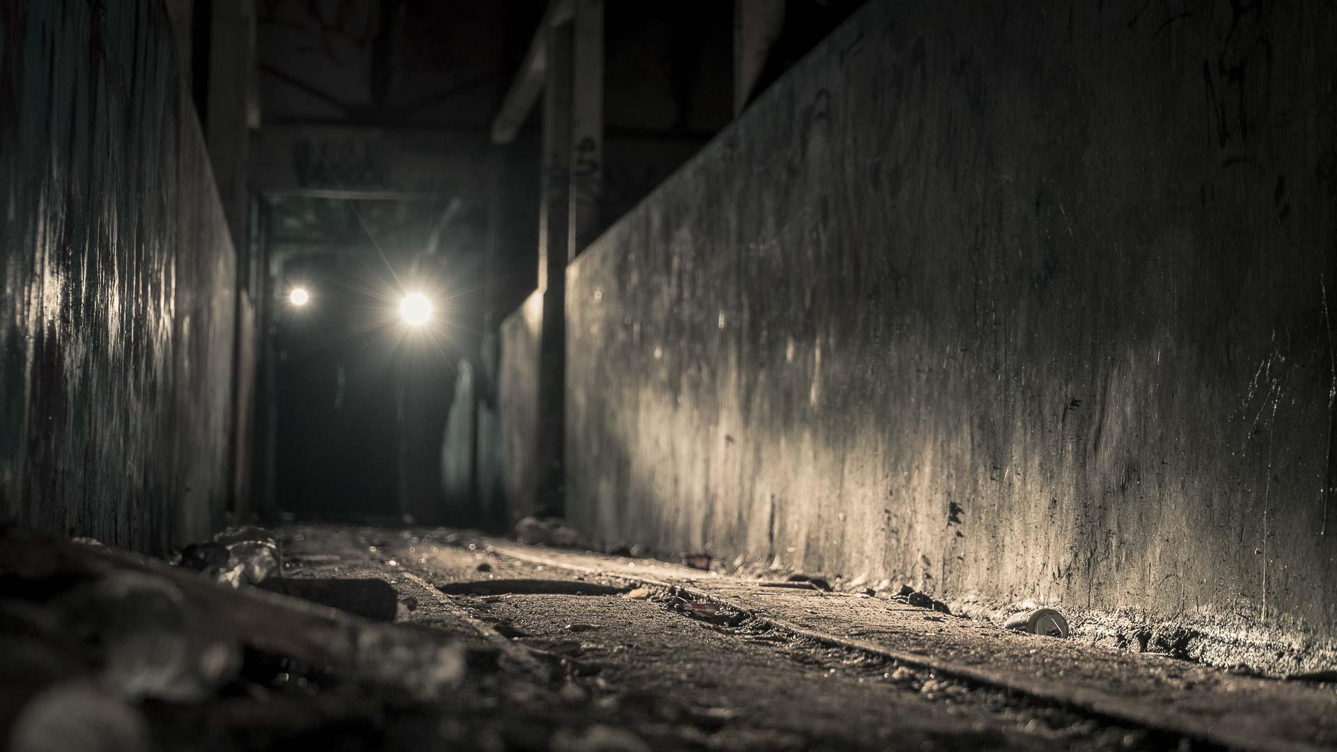 Exploration de sous-sol abandonné dans The Live Thriller